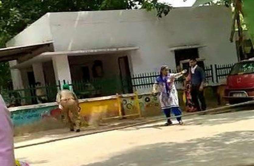 एसएसपी कार्यालय के बाहर महिला ने किया आत्मदाह का प्रयास, मचा हड़कंप