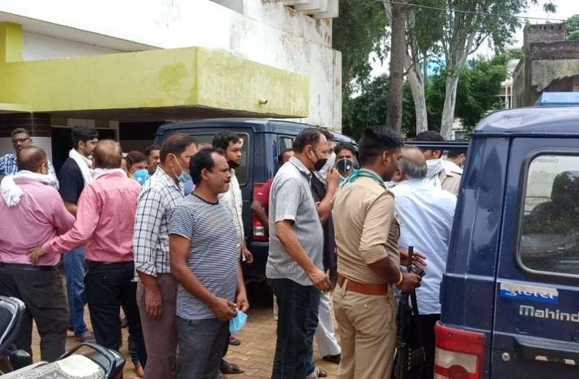 लाखों के स्टाम्प लूटमामले का महज 10 घंटे में खुलासा, पीड़ित ने पुलिस को एक लाख का इनाम देने का किया ऐलान