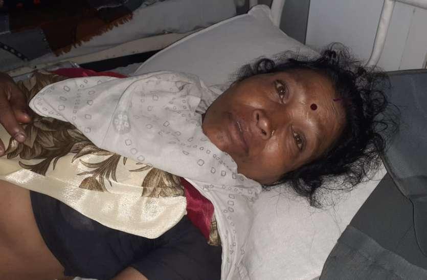 जिला अस्पताल में तड़प रही महिला,भोपाल रैफर करने की तैयारी