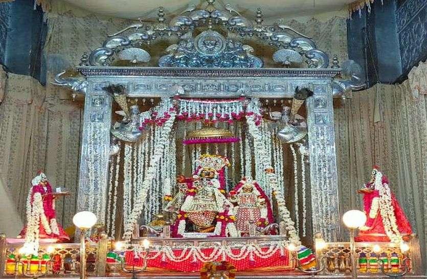 Govinddev Temple : ठाकुरजी को धारण करवाई पवित्रा