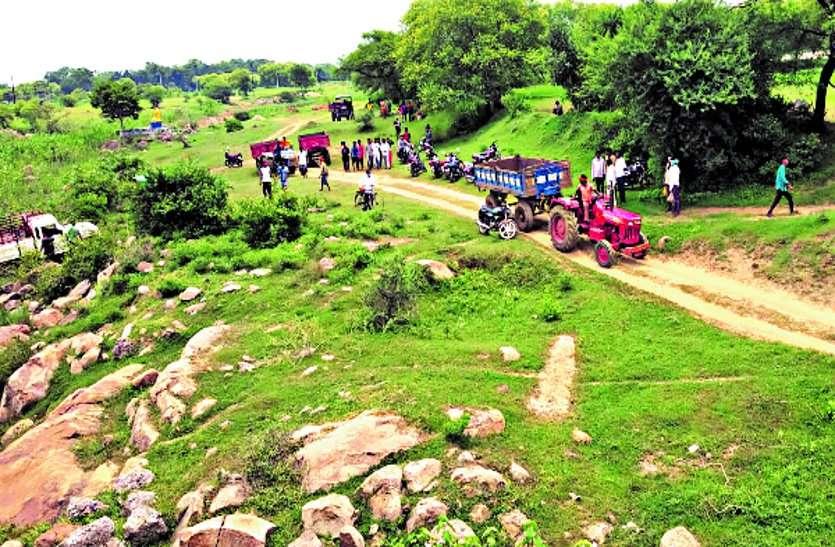 डोंगरगढ़ क्षेत्र में अवैध उत्खनन करते 5 टैक्टर सहित एक डीआई को किया जब्त, राजस्व विभाग की कार्रवाई, खनन विभाग को तो पता ही नहीं ...