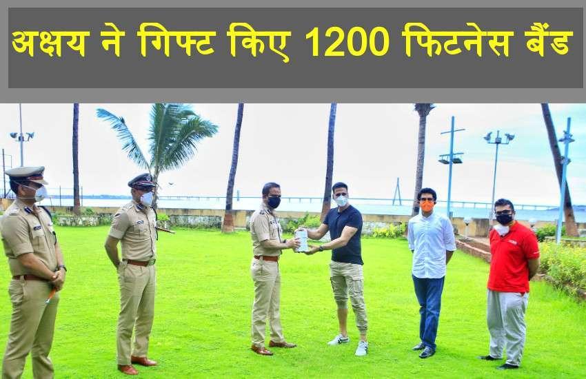 नासिक के बाद मुंबई पुलिस को Akshay Kumar ने गिफ्ट किए 1200 Fitness Bands