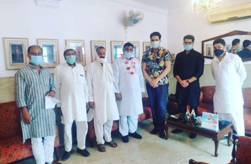आजम खान के जेल जाते ही सपाईयों ने थामा कांग्रेस का हाथ, बेटे अब्दुल्ला की सीट पर देंगे नवाब का साथ