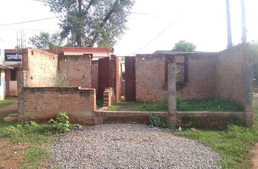 नौनिहालों के भवन निर्माण में भी अनदेखी की सीलन: राशि के अभाव में अधर में लटका जिले के 133 आंगनवाड़ी केंद्रों का निर्माण