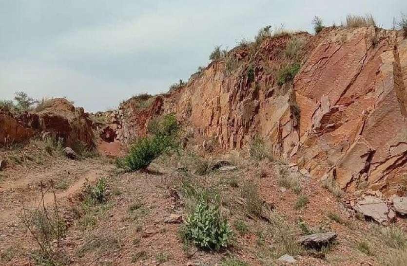 सरकारी भवनों के निर्माण में हो रहा संरक्षित वन क्षेत्र के अवैध पत्थर का उपयोग