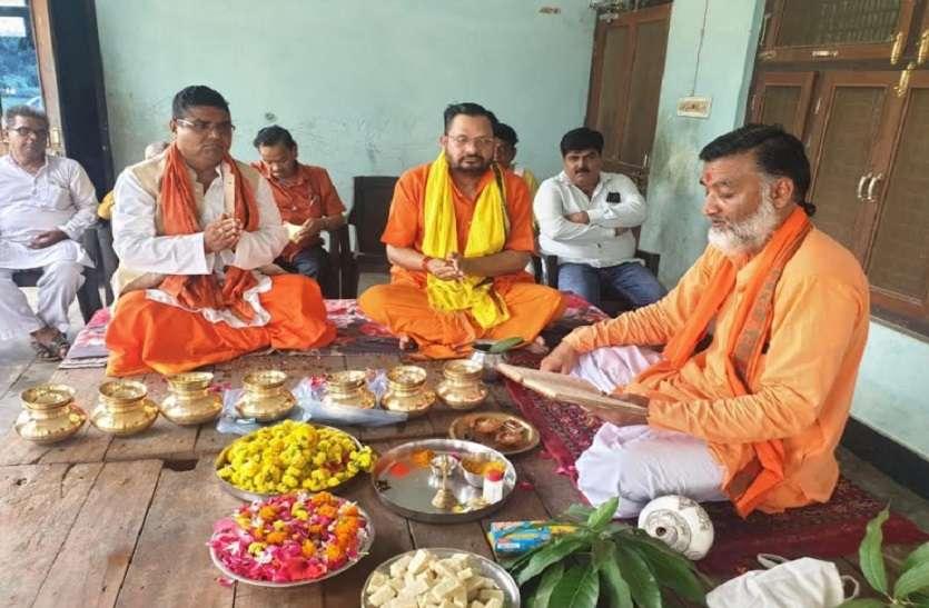 भाजपा नेता व पूर्व सांसद ने पौराणिक स्थलों से जल और मिट्टी लेकर भेजा अयोध्या