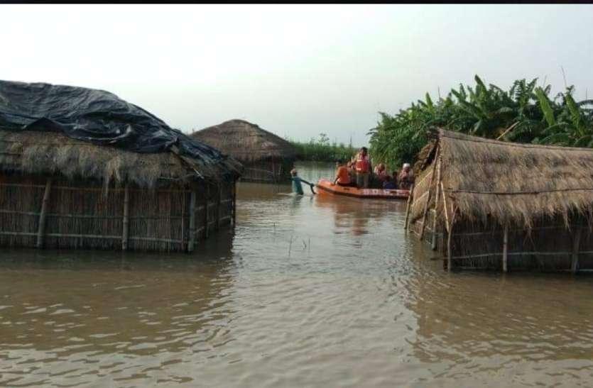 उत्तर प्रदेश के 12 ज़िलों में बाढ़, राहत बचाव कार्य तेज सरकार ने कहा स्थिति नियंत्रण में
