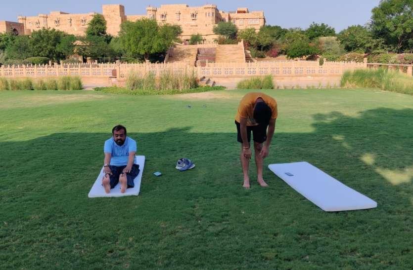 सोने के अभेद्य पिंजरे कैद राजस्थान के विधायक