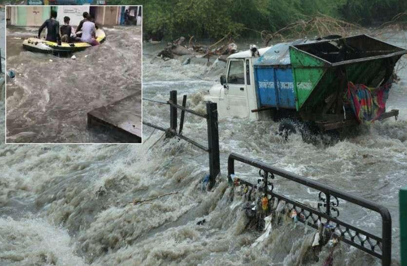 जयपुर में दो घंटे जमकर बरसा पानी, सिस्टम ऐसा फेल कि सड़कों पर चलने लगी नाव