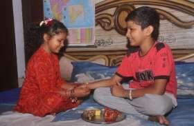 बहनों ने तोड़ा चीन का एकाधिकार, स्वदेशी एवं परंपरागत राखियों से सजाई भाई की कलाई