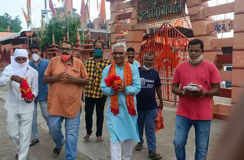 आयोध्या में राम मंदिर भूमिपूजन के लिए दादाजी धाम से धूनीमाई की भभूत पहुंची
