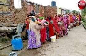 दस साल से पानी की समस्या से जूझ रहे यहां के लोग