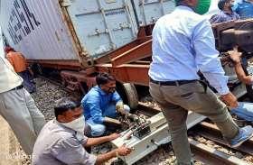 मुंबई-दिल्ली मार्ग पर दौड़ रही मालगाड़ी पटरी से उतरी