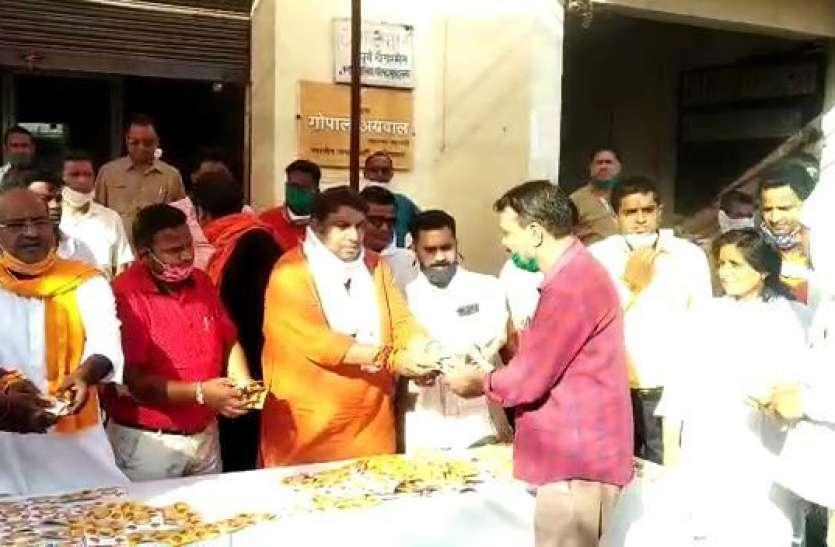 Ram Mandir Bhumi Pujan: भाजपा ने लोगों को बांटेे 1 लाख दीप, मुस्लिम भी अपनेे घरों में जलाएंगे दियेे