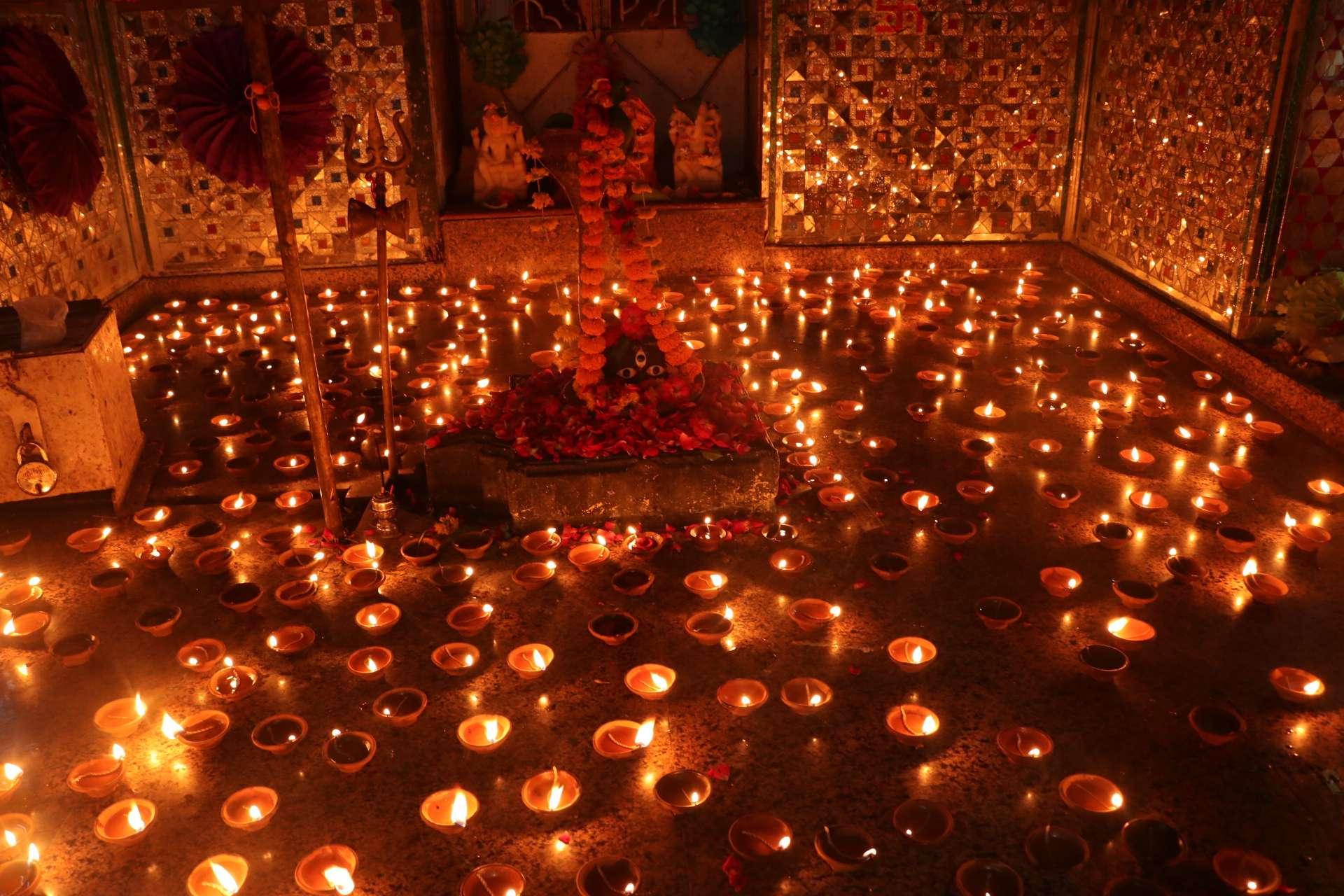 छोटी दीपावली का माहौल उदयपुर में