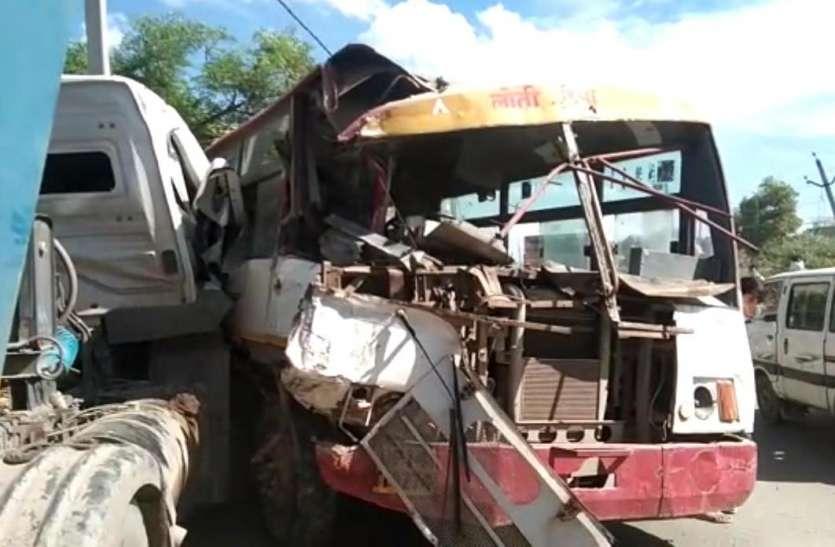 रोडवेज बस और ओवरलोड ट्रक में भिड़त, पांच गंभीर रूप से घायल, दिखा खौफनाक मंजर