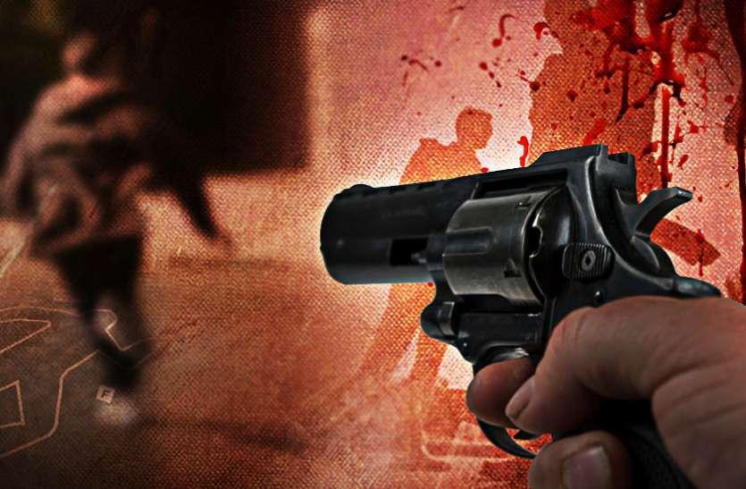 लूट की वारदात को अंजाम देकर भाग रहे दो बदमाशों को पुलिस ने एनकाउंटर में गोली मारकर किया पस्त, देखें वीडियो