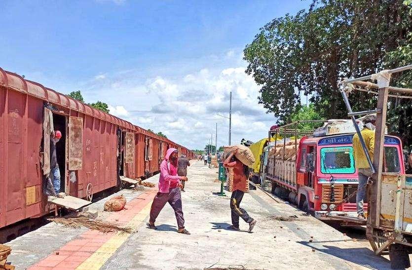 indian railway : गुजरात से पहली बार ट्रेन से बंगलादेश भेजा प्याज