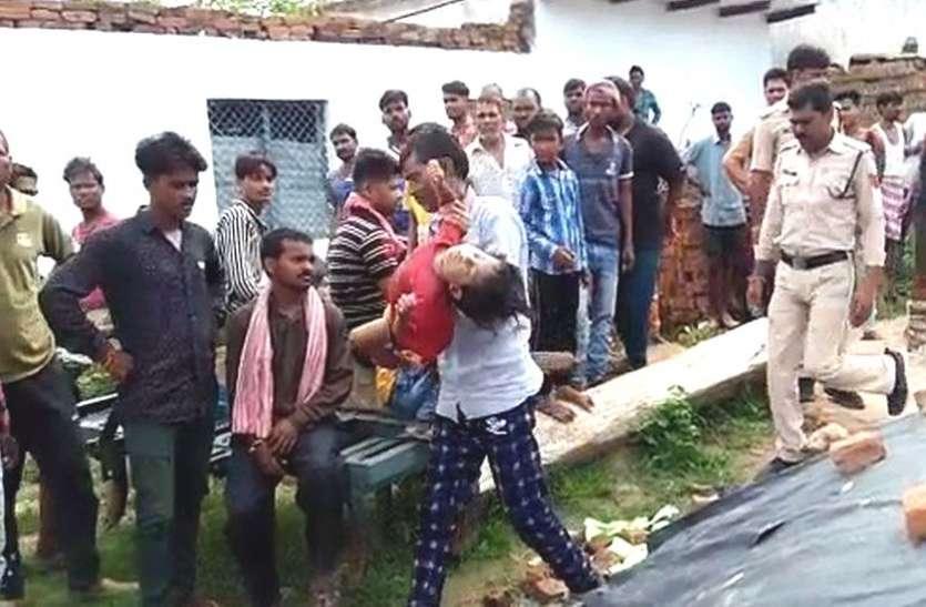 Big Breaking : दो बेटियों को पेट पर बांधा और एक बेटी को हाथ में लेकर कुएं में कूद गया पिता, चारों की मौत