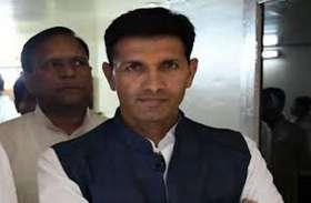प्रधानमंत्री के फोटो से छेडख़ानी में कांग्रेस विधायक पर केस दर्ज