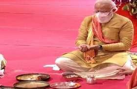 अयोध्या में पीएम मोदी के शिलान्यास की फोटो पर कांग्रेस के पूर्व मंत्री ने की विवादित टिप्पणी, FIR दर्ज करने की मांग