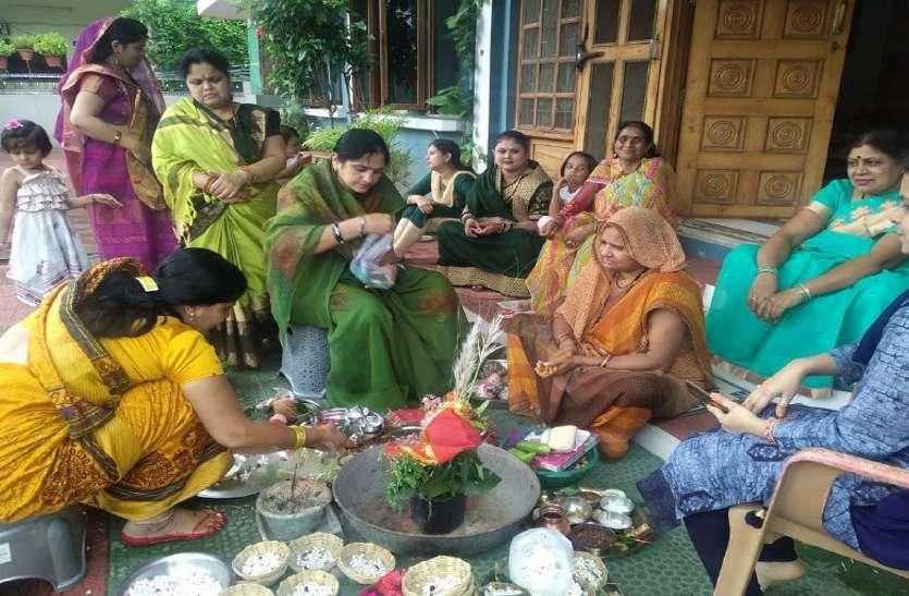 Halchati 2020: बेटे की लंबी उम्र के लिए घर-घर हुई पूजा