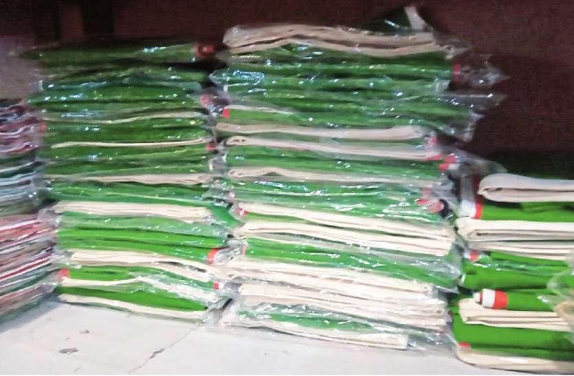 तिरंगे झंडे की बिक्री पर भी कोरोना की मार, पिछले साल 5 माह में बिके थे 6 हजार, इस बार 4 हजार ही बिके, 25 लाख रुपए की हानि