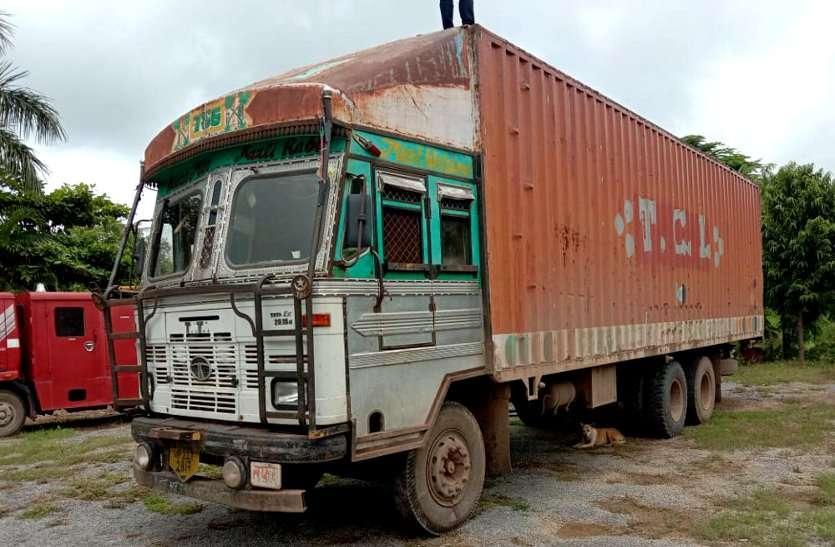 पुलिस नहीं करती थी कार्रवाई तो ग्रामीणों ने खुद थाने पहुंच की जवानों की मांग और पकड़ लिया मवेशियों से भरा ट्रक