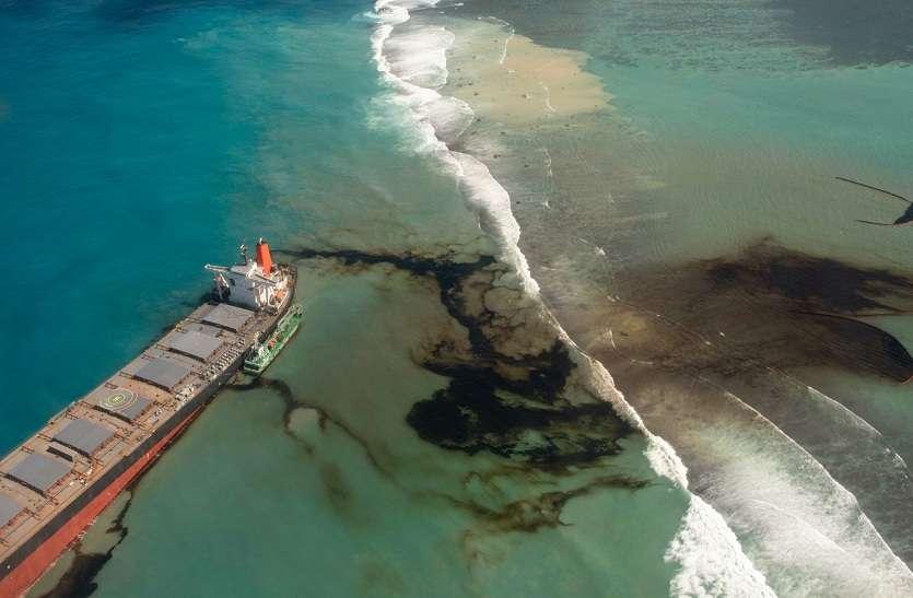 समंदर में तेल का रिसाव होने पर कैसे की जाती है सफाई ?