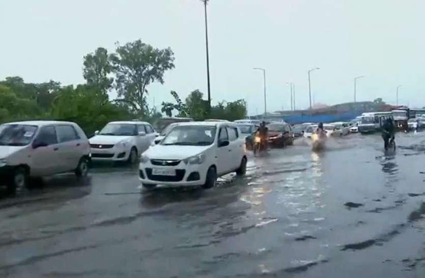 UP Weather: लगातार बारिश से पानी-पानी हुआ यूपी, ओले भी गिरे, IMD अलर्ट- अगले तीन दिनों तक ऐसे ही बरसेंगे बदरा