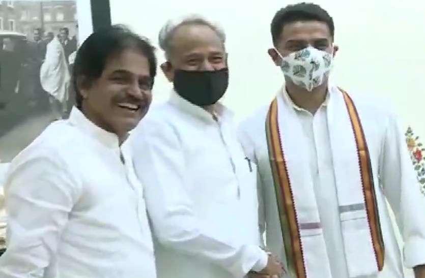 कांग्रेस विधायक दल की बैठक से पहले सीएम गहलोत से मिले पायलट