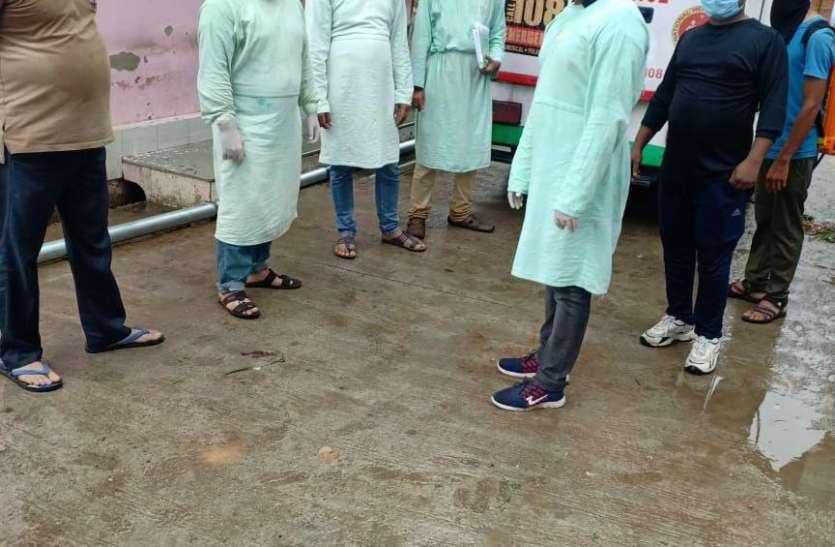 चौमूं में सैलूनकर्मी निकला कोरोना पॉजिटिव, कटिंग करवाने वालों को ढूंढ रहे चिकित्साकर्मी