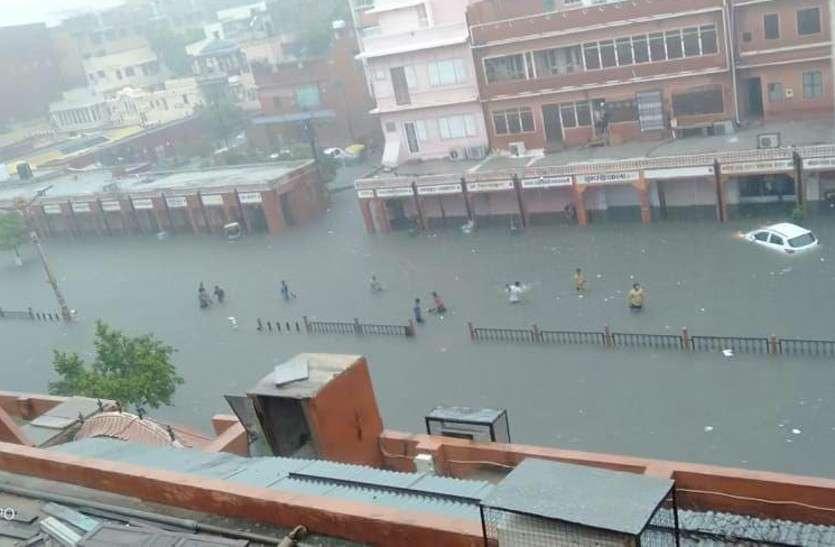 जयपुर में भारी बारिश, जलमहल पर चली 4 फीट तक की चादर