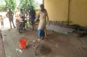 बंगलूरू साम्प्रदायिक हिंसा में जहां जानें चली गई, वहीं अपनी जान दाव पर लगाकर लोगों की जान बचा रहा है यह शख्स