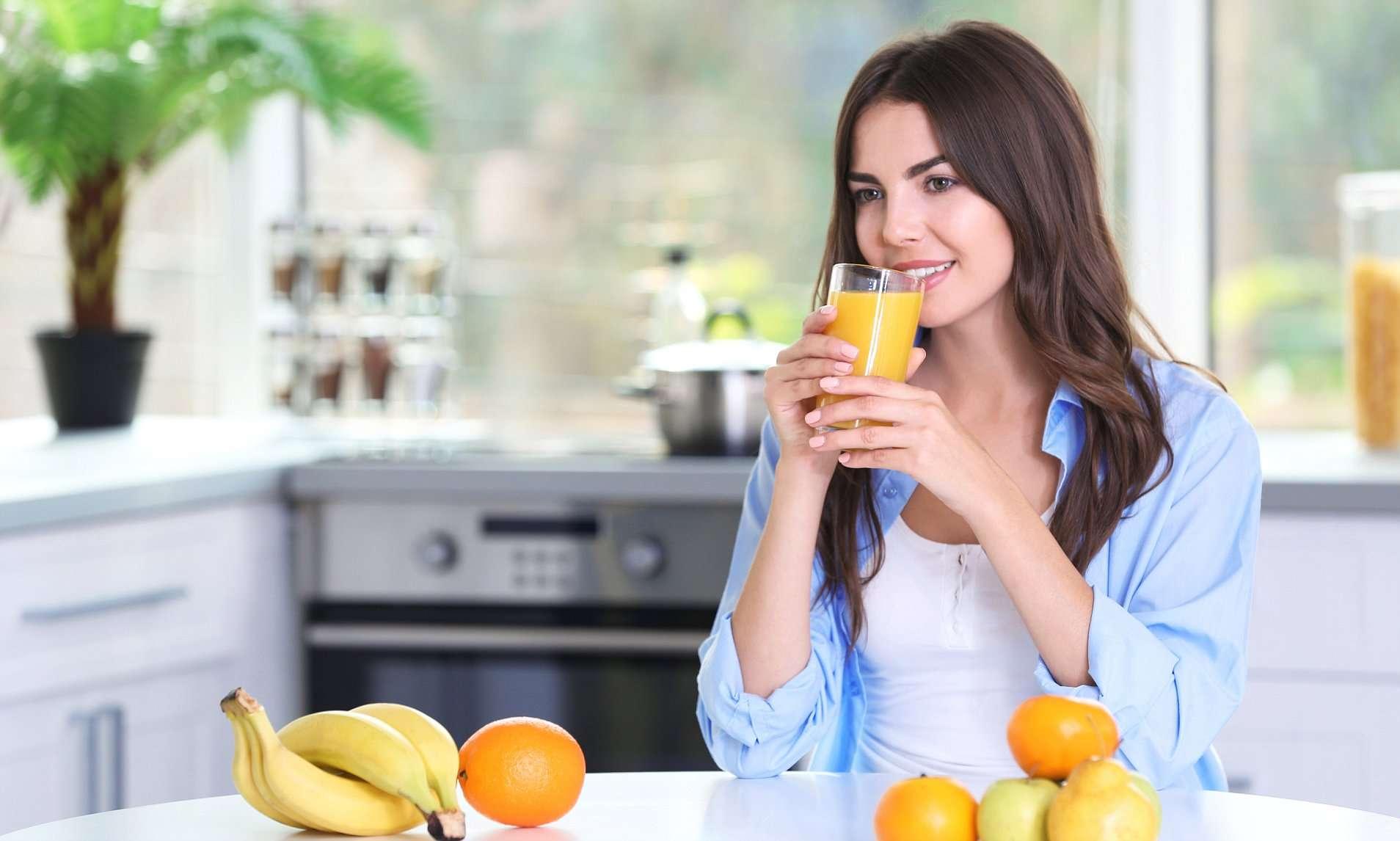 डार्क सर्कल से छुटकारा पाने के लिए आज से ही शामिल करें खाने में ये फल और सलाद