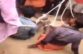 Video: भीड़ ने 2 बच्चों को बेरहमी से पीटा, रस्सी से बांधकर घसीटा, मोबाइल चोरी का लगा था आरोप