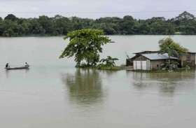 असम में बाढ़ से मचा हुआ है कोहराम, 113 मौतें