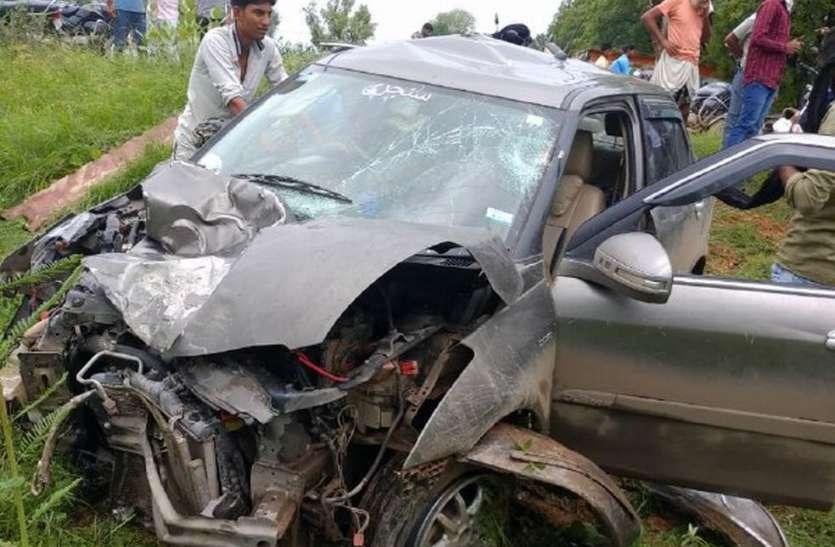 कार की टक्कर से बाइक सवार दो जनों की मौत, ग्रामीणों ने किया रोड जाम
