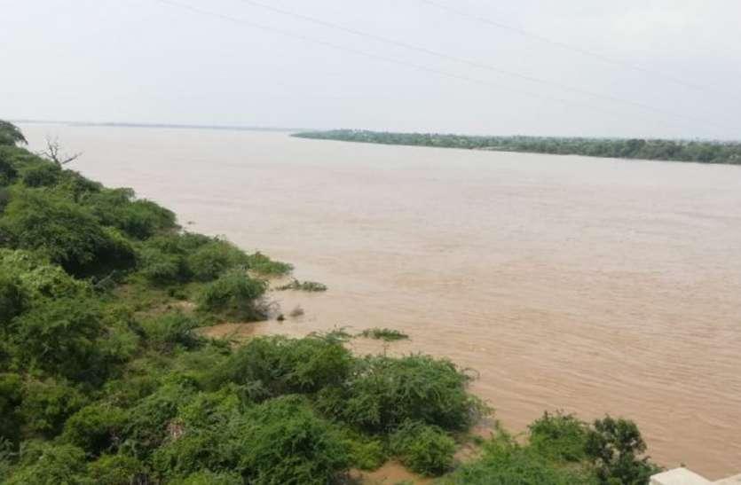 अब चंबल आई रौद्र रूप में, एक रात में 21 फीट बढ़ा पानी