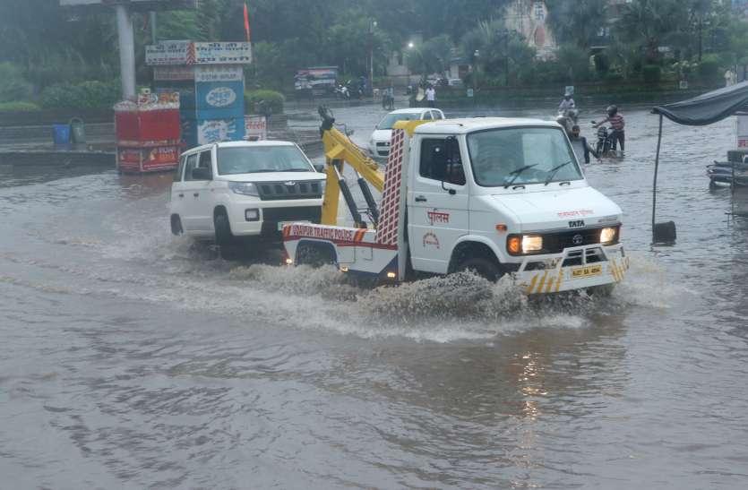 झीलों की नगरी के बाजार-कॉलोनियां हुई पानी-पानी, नगर निगम की पोल खोलकर रख दी 2 घंटे की बारिश ने