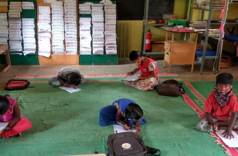 मंदिर, मस्जिद, चर्च, विवाह सभागार में ऑफलाइन कक्षाओं से बदली 600 गरीब बच्चों की  जिंदगी