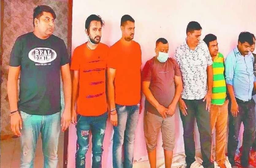 मैरिज हॉल में दाल बाटी के नाम सजी जुए की महफिल, पुलिस ने किए 14 गिरफ्तार