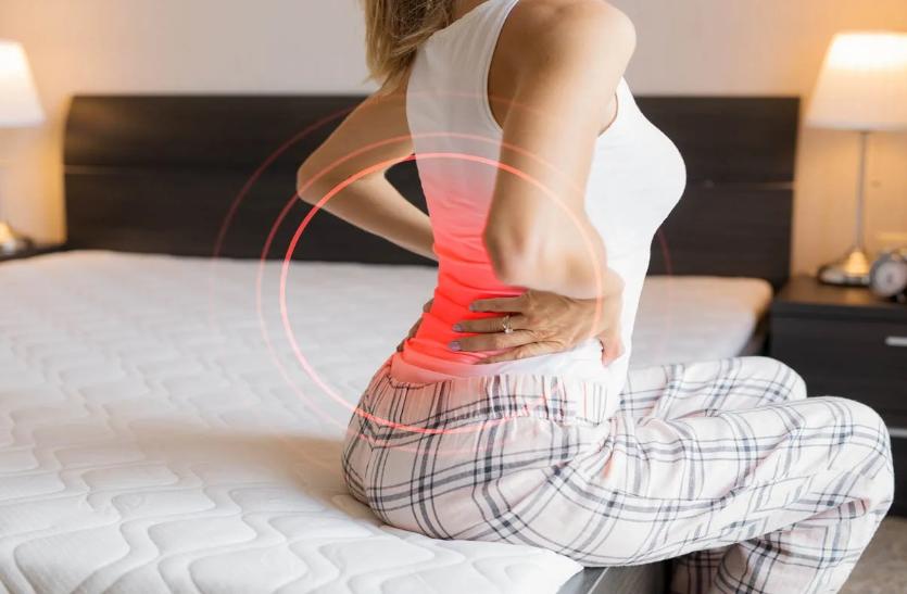 बैठने के गलत तरीके से होने लगता है पीठ और कमर में दर्द