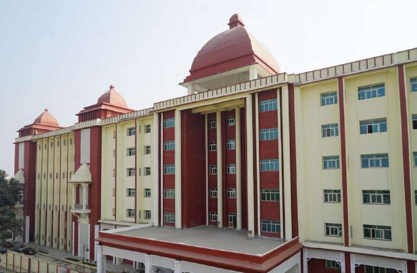 कोरोना मरीज ने बीएचयू हॉस्पिटल की चौथी मंजिल से कूदकर जान दी, दूसरे का शव अस्प्ताल के पीछे पाया गया