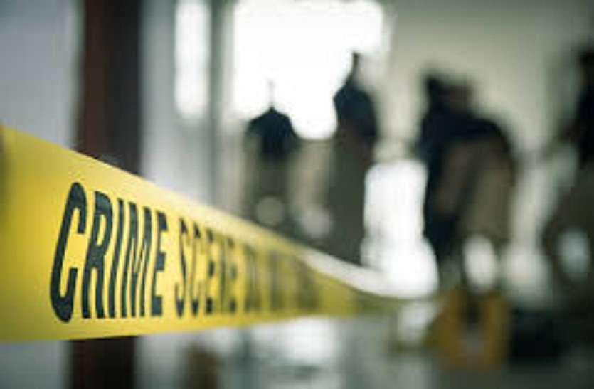 गांव में लगा मेला, 2 बुजुर्गों की हुई बेरहम हत्या, दहशत में लोग