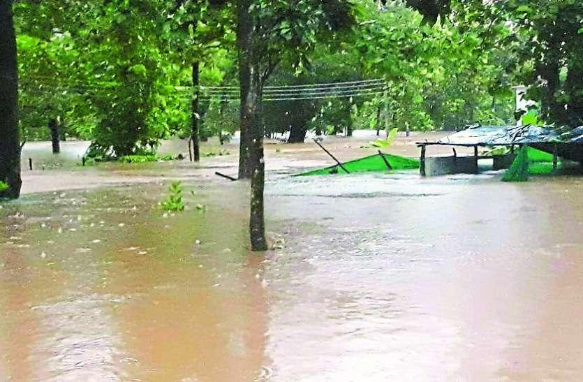 बस्तर में बाढ़ की वजह से सूने हुए सीआरपीएफ के कैंप