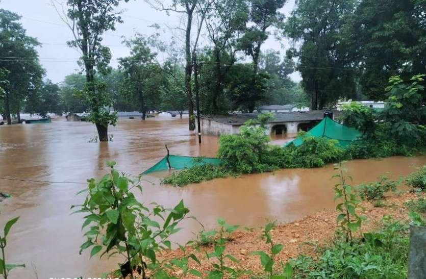 बाढ़ में अब तक के सर्वे में 286 मकान पूरी तरह क्षतिग्रस्त हो गए,246 को आंशिक नुकसान