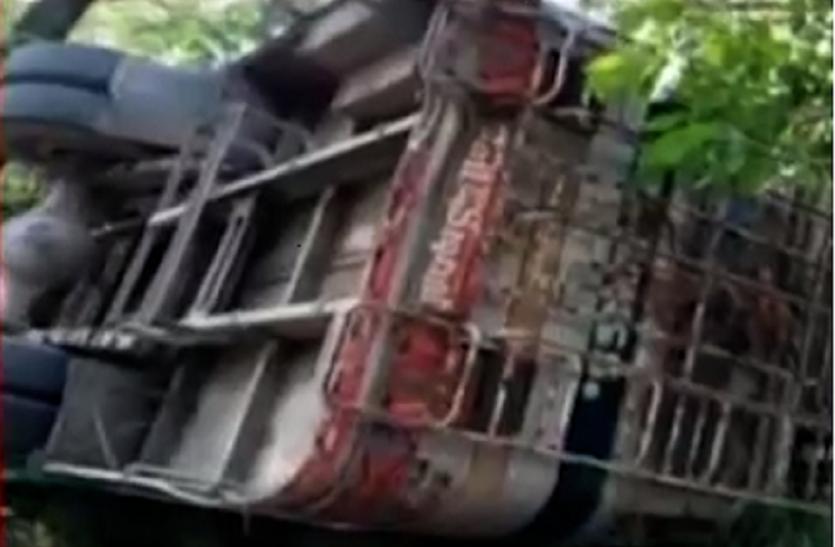 जम्मू-कश्मीर में बड़ा बस हादसा, 50 यात्री घायल, कईं गंभीर