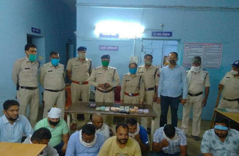 Crime: घर में नौ लोग खेल रहे थे जुआ, ढाई लाख रुपए व एक रिल्वावर जब्त