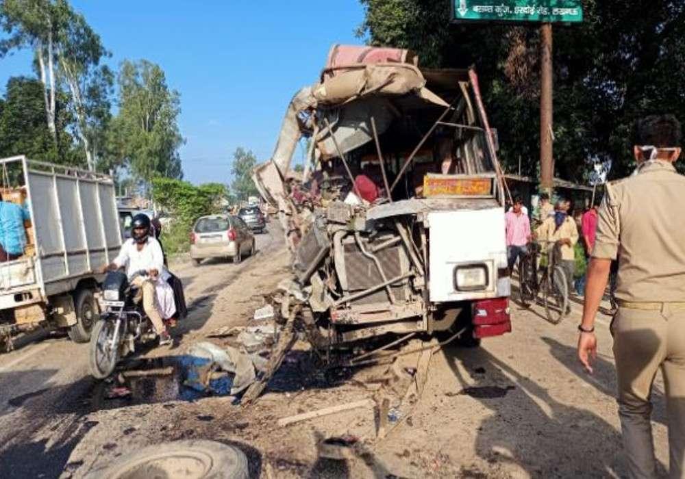 लखनऊ में हुआ भीषण सड़क हादसा, दो बसों की हुई जोरदार टक्कर, 6 की मौत, 8 घायल